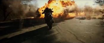 バイクで逃げる.jpg