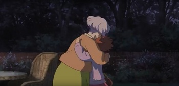 メアリ おばあさんと抱き合う.jpg